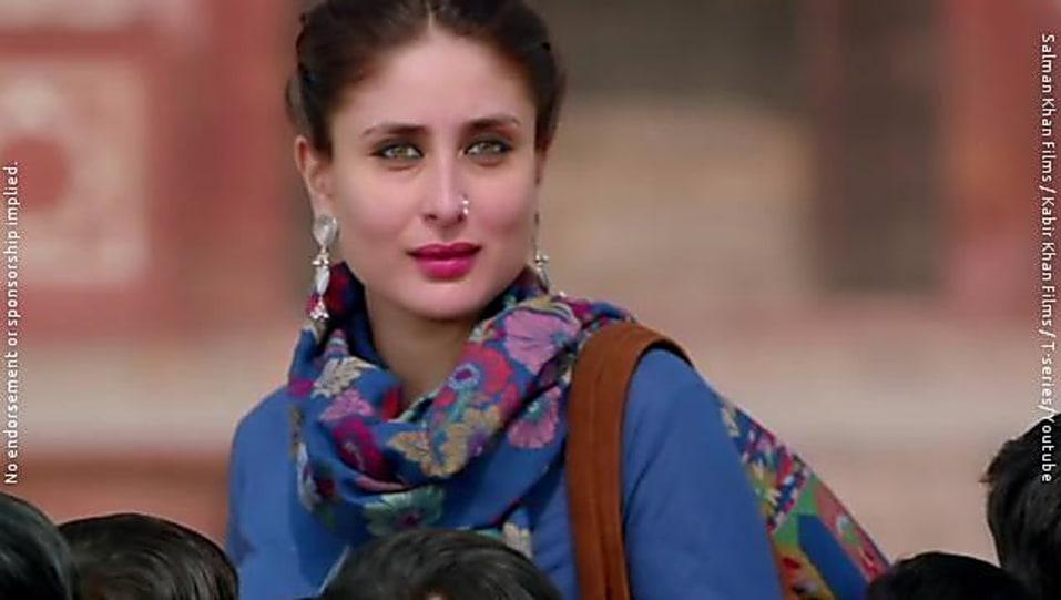 d864f7bde7d61 Kareena Kapoor Khan Blue Kurta and Red Churidar look, Tu Chahiye ...