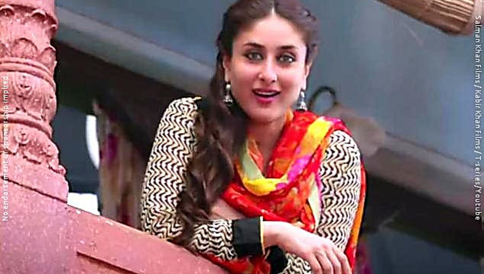 8669a765afb90 Kareena Kapoor Khan Grey Nose Ring Or Pin matching with look from Tu ...