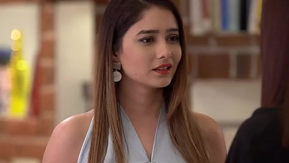 Leena Jumani Silver Bracelet matching with look from Episode