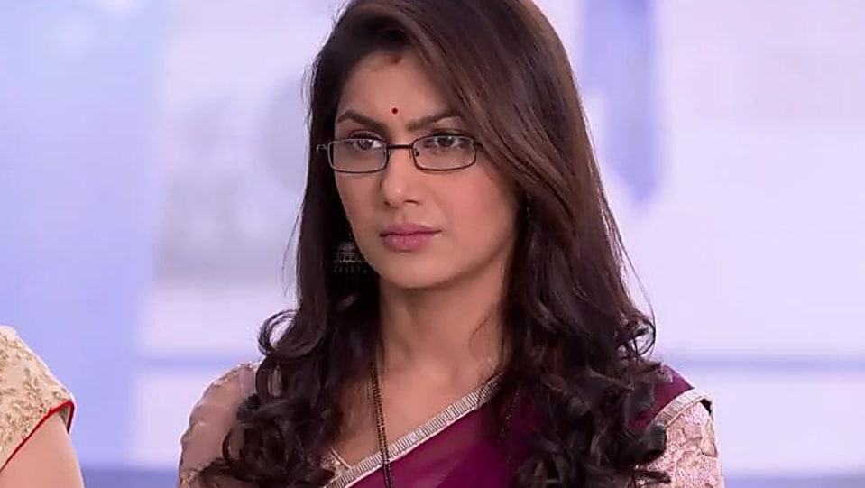 Sriti Jha Silver Bangles matching with look from Episode 997
