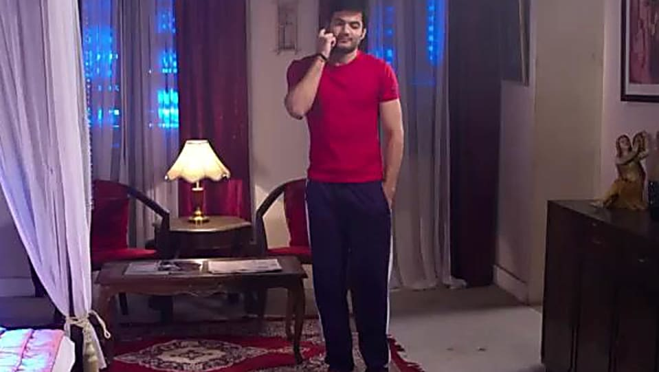 Tarun Mahilani Red T-shirt and Purple Trackpants look, Episode 85