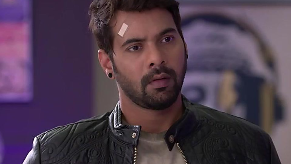 Shabbir Ahluwalia Black Jacket and Blue Jeans look, Episode